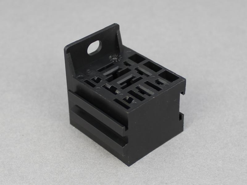 Fixed Mini Relay Socket Fits 9 Terminals Max 12 Volt